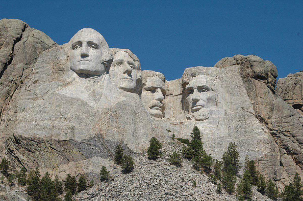 Le mémorial national du Mont Rushmore est une sculpture monumentale en granite réalisée, entre 1927 et 1941, par les deux sculpteurs Gutzon et Lincoln Borglum (père et fils), qui se situe aux États-Unis dans le Dakota du Sud, près de Rapid City
