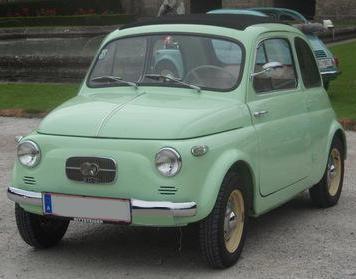 La Fiat Steyr-Puch 500/600 était une version de la légendaire Fiat 500 italienne fabriquée en Autriche par le constructeur Steyr-Puch, qui disposait d'un accord de coopération avec une licence Fiat Auto. Steyr achetait les caisses de Fiat 500 italiennes nues et y montait un moteur spécifique, toujours bi-cylindre, mais a plat