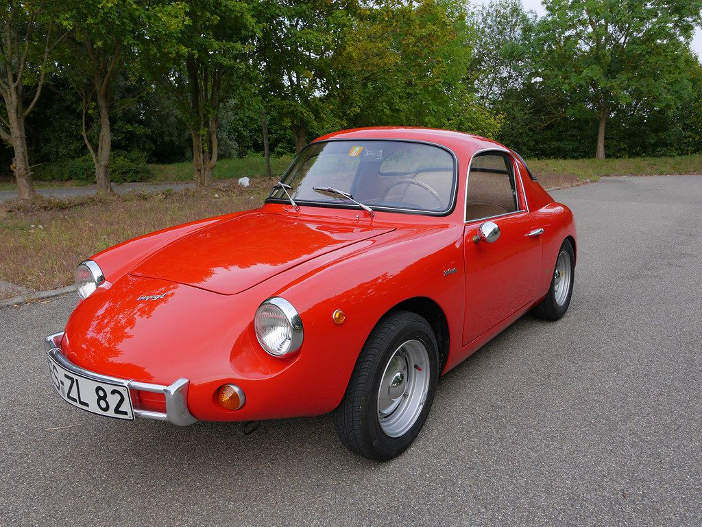 Le modèle IMP 700 GT appartient à la classe des voitures de sport. La voiture a été proposée avec des formes de carrosserie de coupé  entre les années 1959 et 1960.
