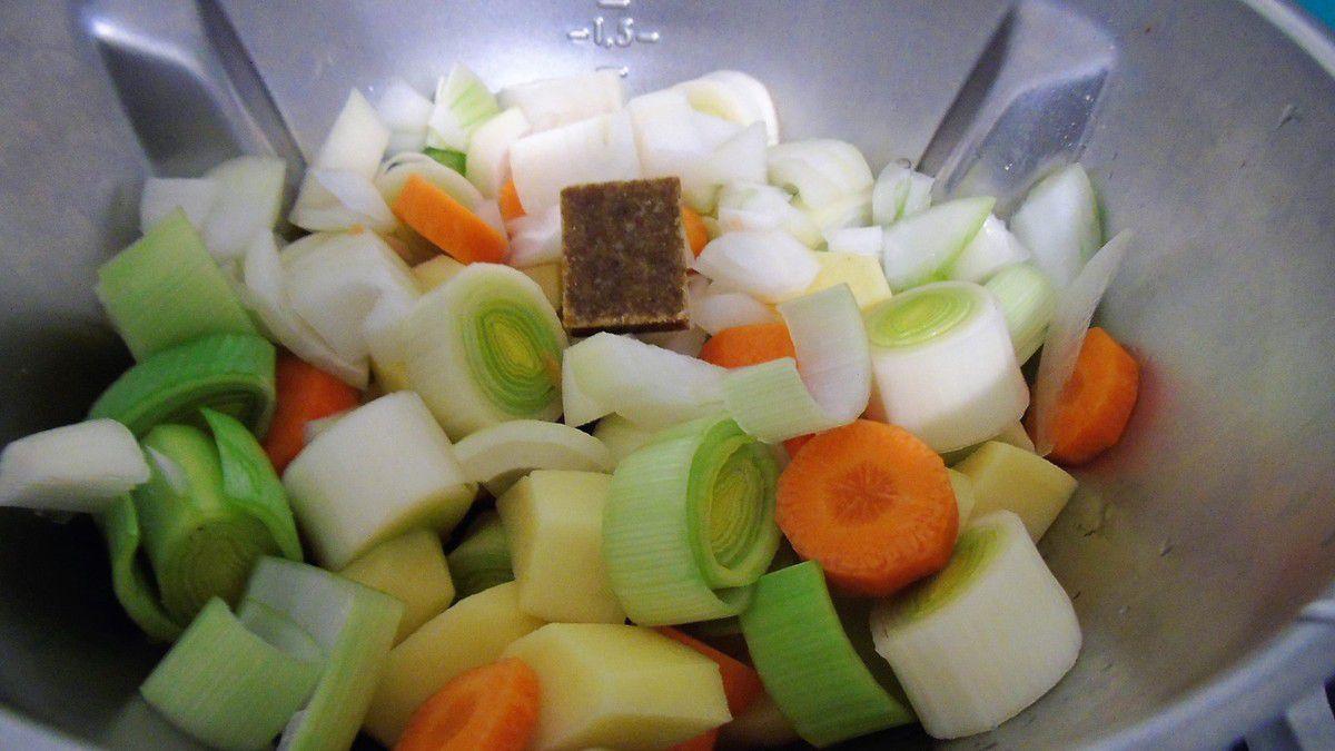 Velouté carottes , poireaux et pommes de terre réalisé au Cook Expert