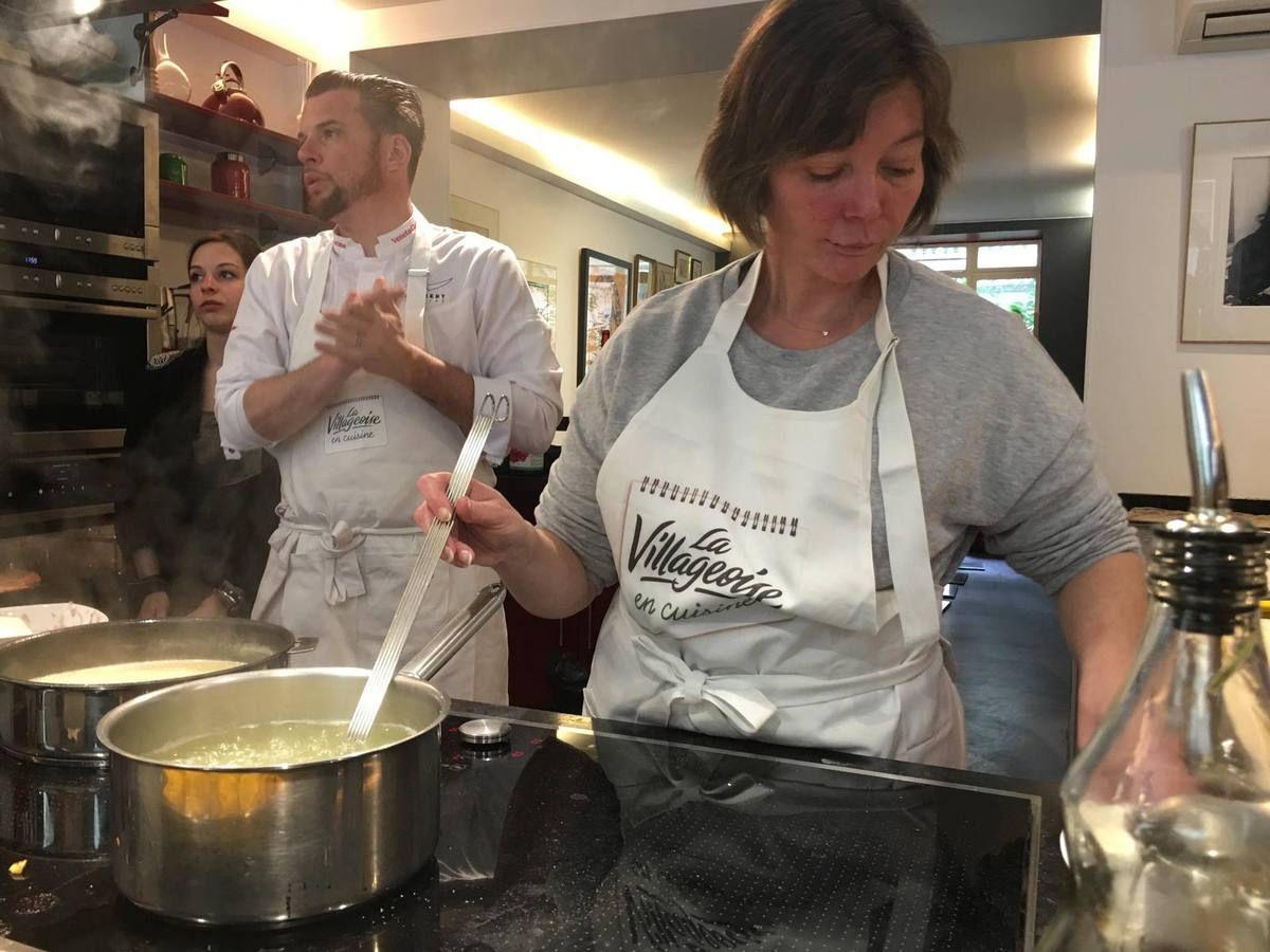 Ravioli d'échalotes compotées au vin rouge Bouillon de volaille à la sauge (recette réalisée au cours de cuisine au vin avec le Chef Norbert Tarayre pour La Villageoise en Cuisine)