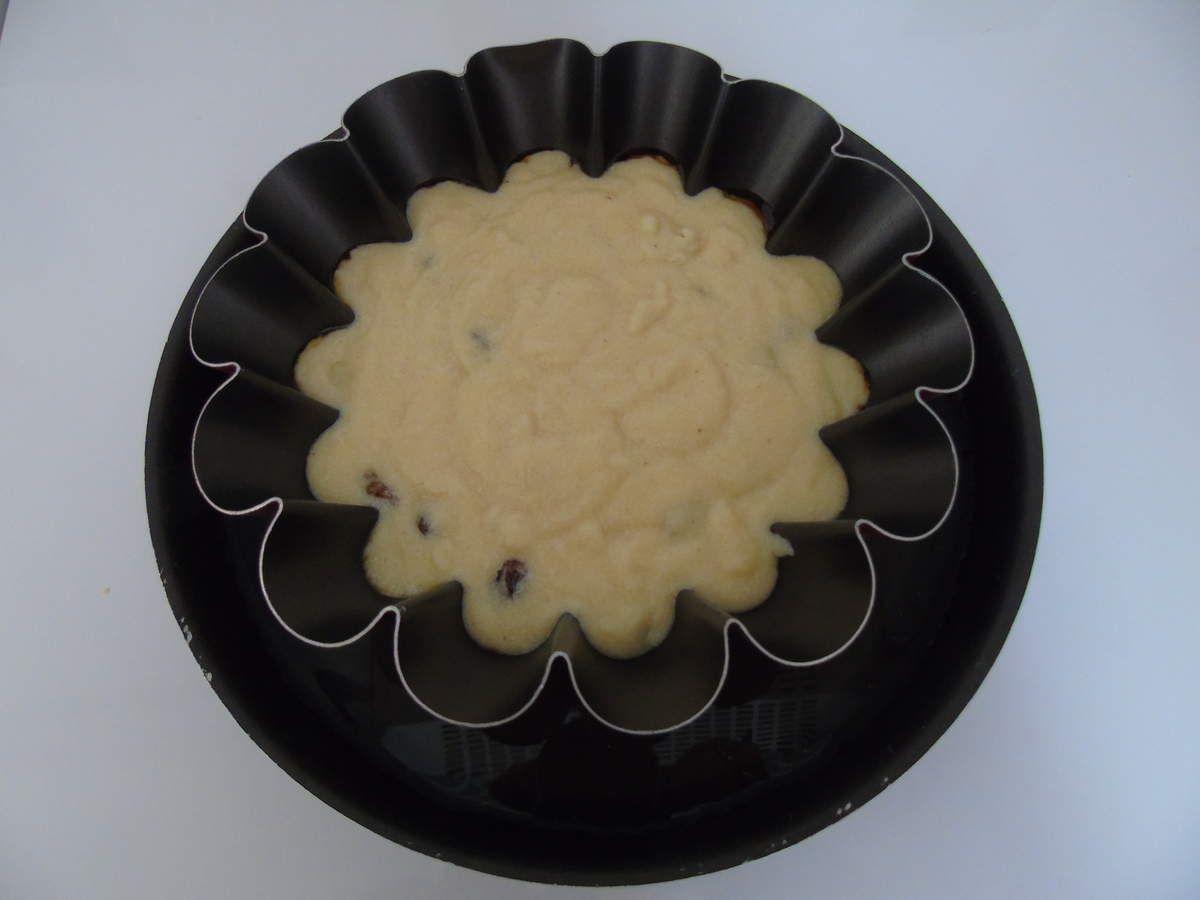 Gâteau de semoule aux raisins , rhum et caramel