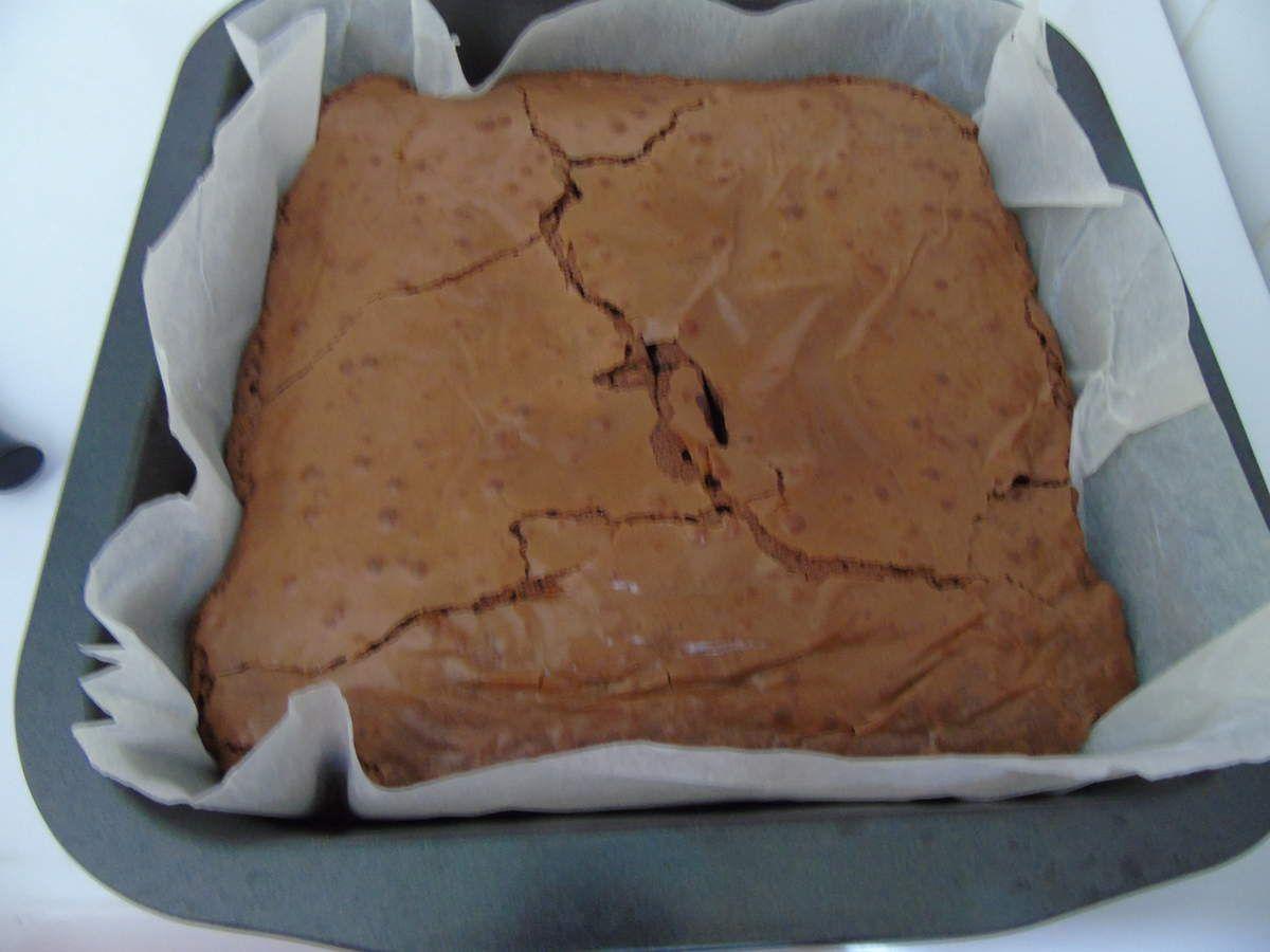 Brownie chocolat noir et éclats de chocolat blanc à l'amande