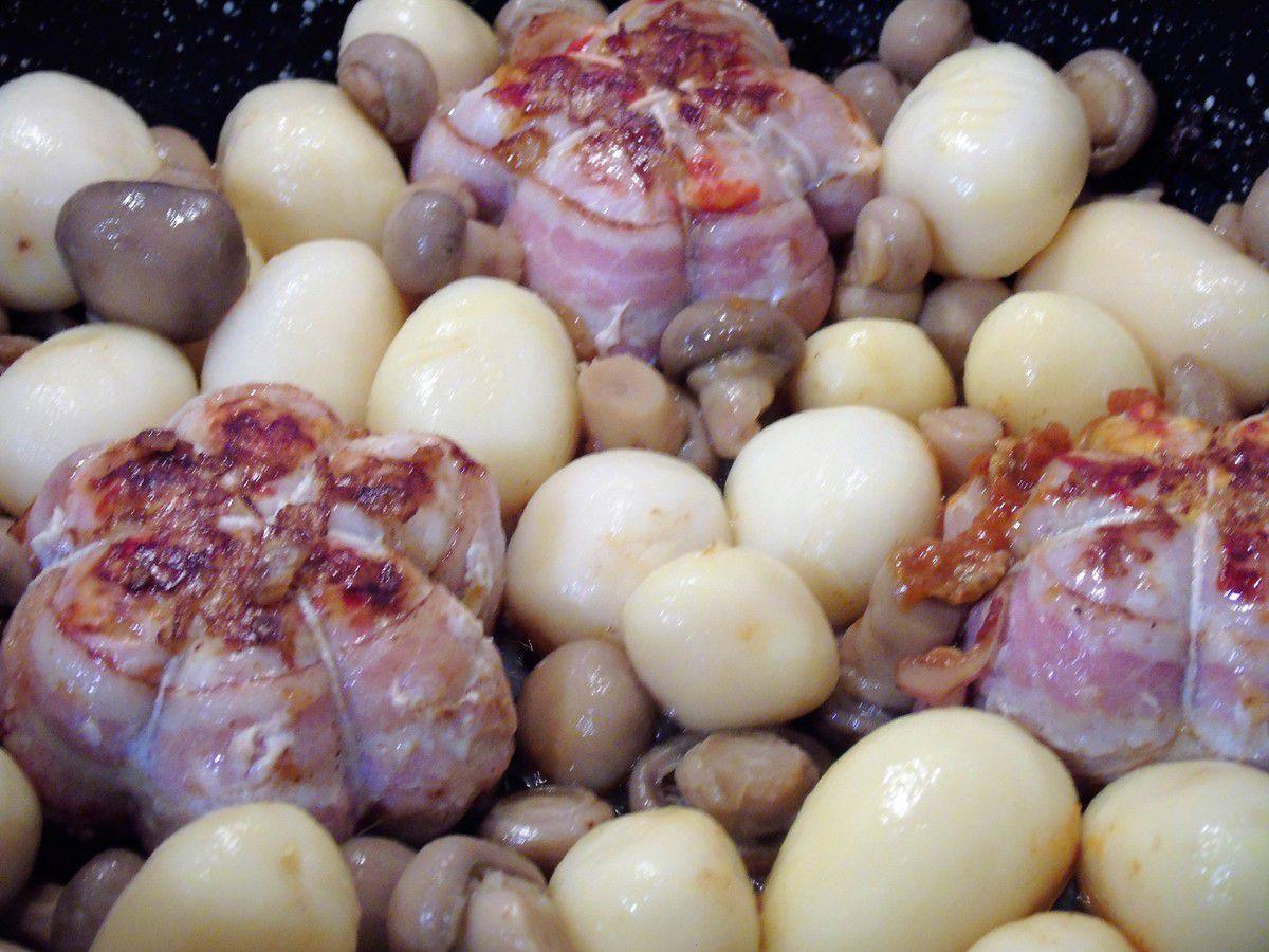 Paupiettes à la tomate , pommes de terre et champignons de Paris