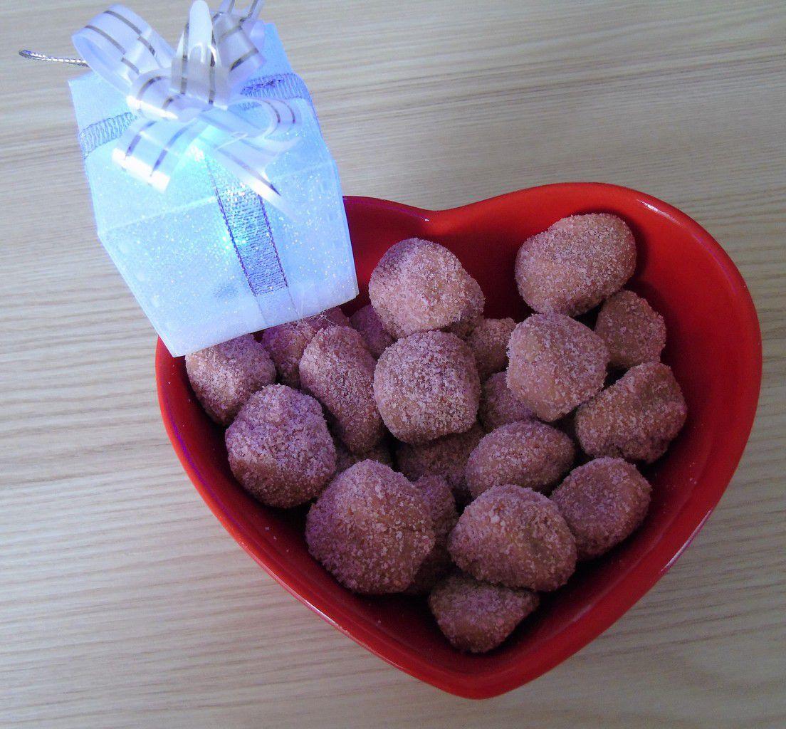 Truffes aux 2 chocolats à la poudre de biscuits roses de Reims