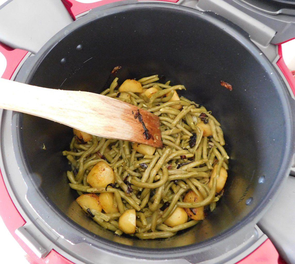 Cuisses de poulet , haricots verts et pommes de terre à l'oignon au Cookeo