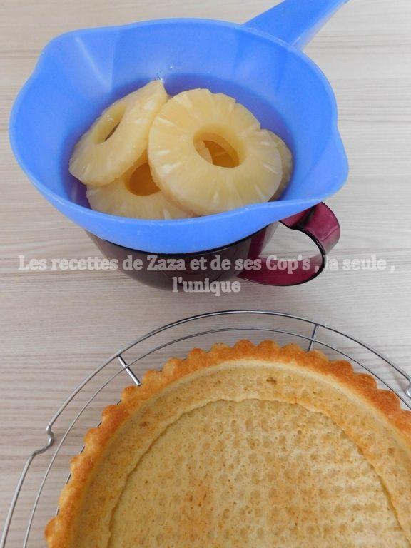 Tarte à l'ananas doré sur biscuit madeleine à la vanille et sa ganache montée au chocolat noir .