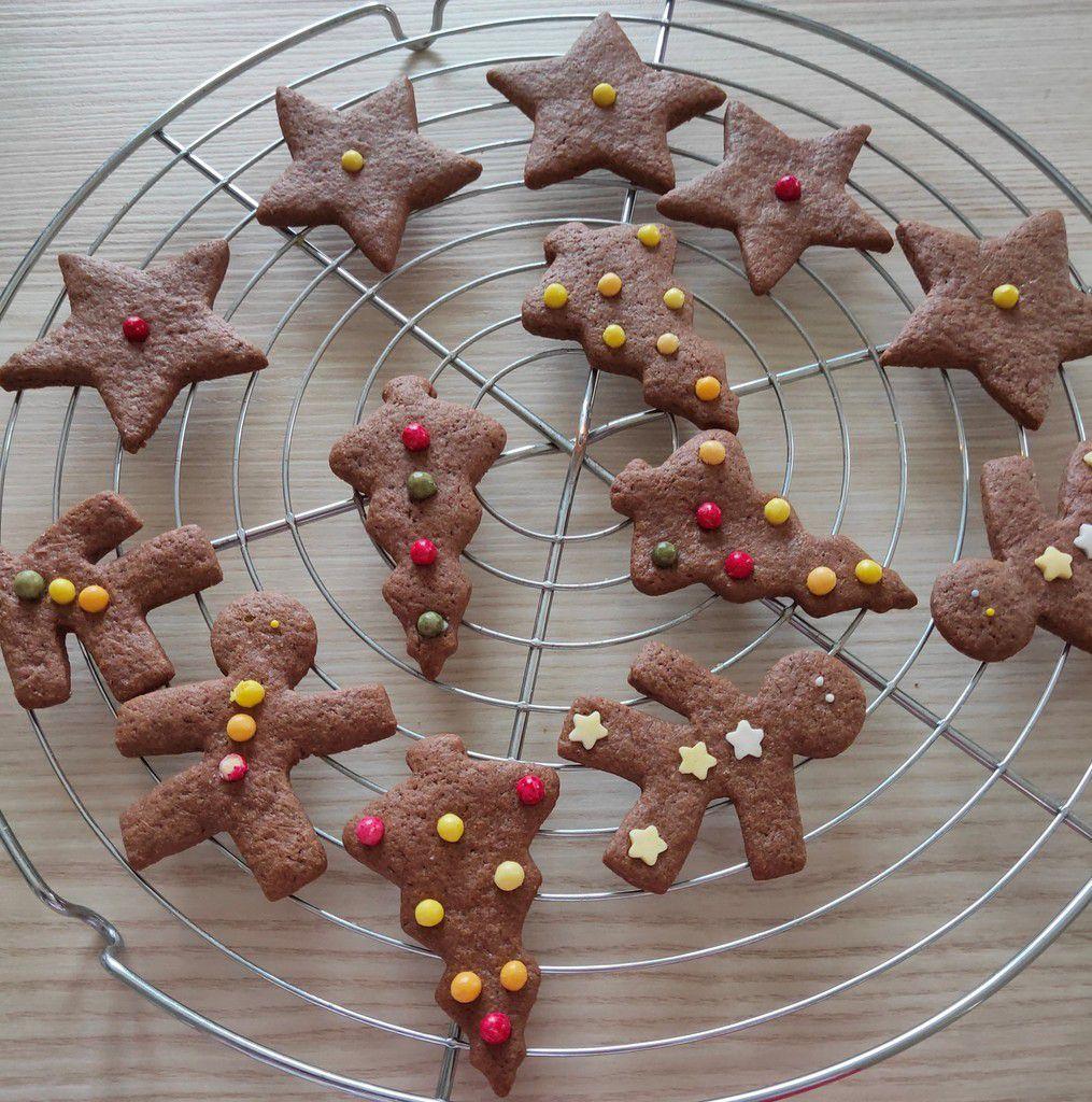 Sablés de Noël (ou pas) au cacao , orange et cannelle .
