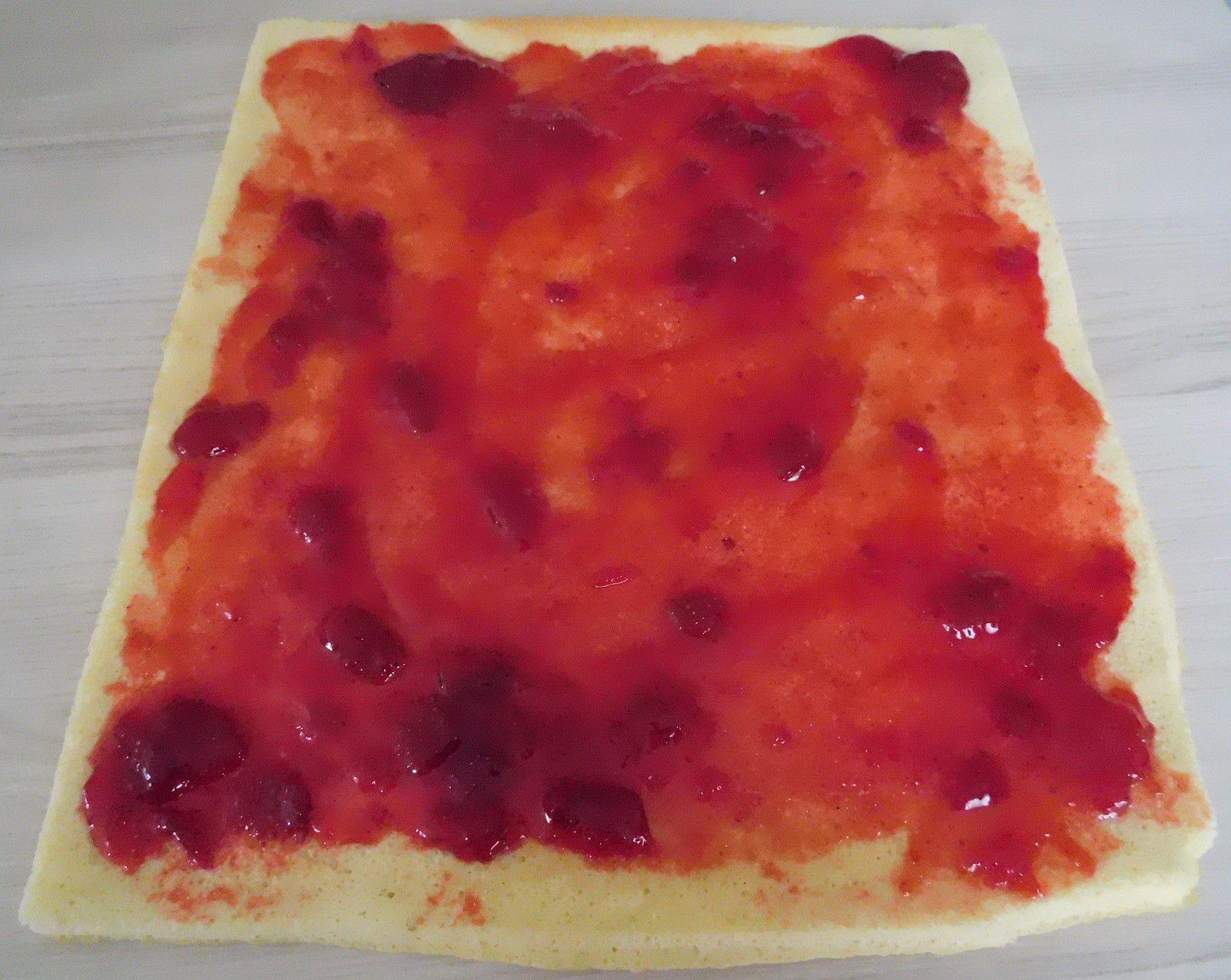 Roulé à la confiture de fraises (Recette Tupperware)