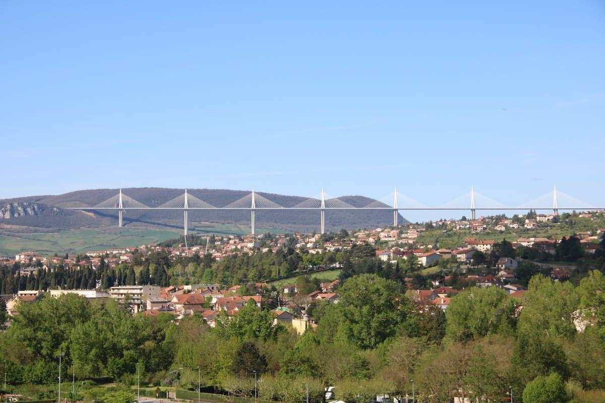 Vue sur le Viaduc de Millau depuis le Domaine Saint Estève