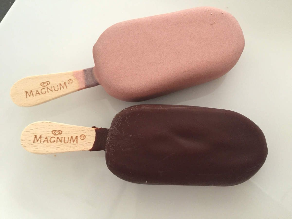 Je teste Magnum Pink ou Black?? @magnumicecream  #magnum #ice #cream #pink #black #glace #rose #noir #food #insatafood #good #intagood #tropbon #paris #france