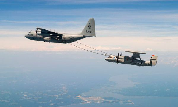 Premier ravitaillement en vol pour l'Advanced Hawkeye