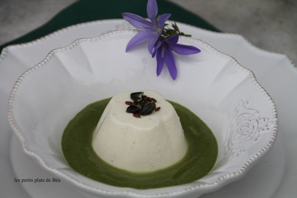 Panna cotta au parmesan, coulis de brocolis