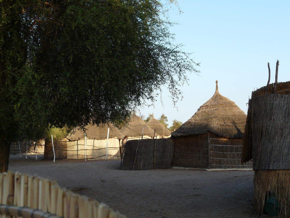 Le long de la piste, les villages