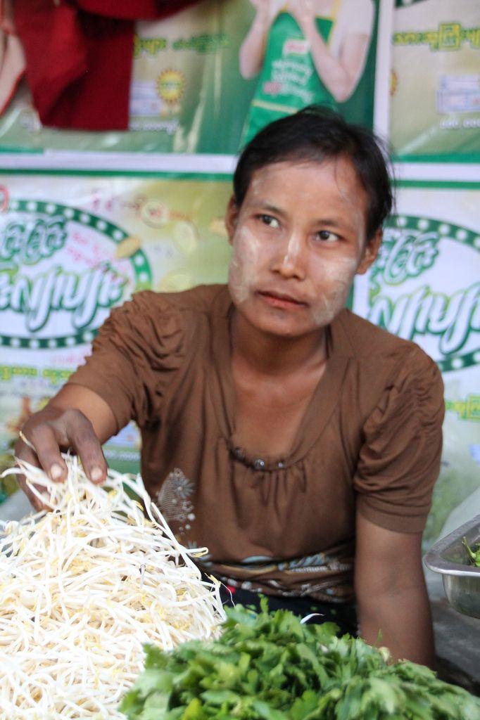 et pour finir le  maquillage à la  birmane dont je vous parlerai lors d'une autre publication