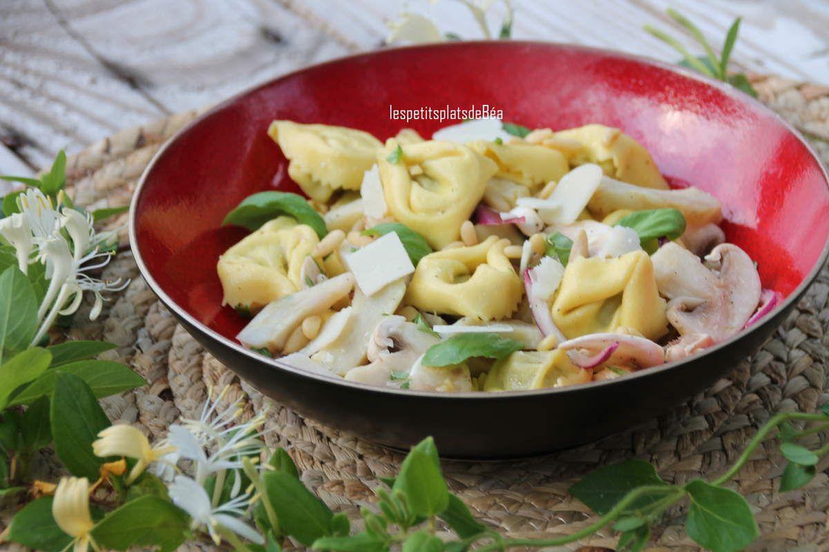 Salade de tortellini au basilic, artichaut et champignons