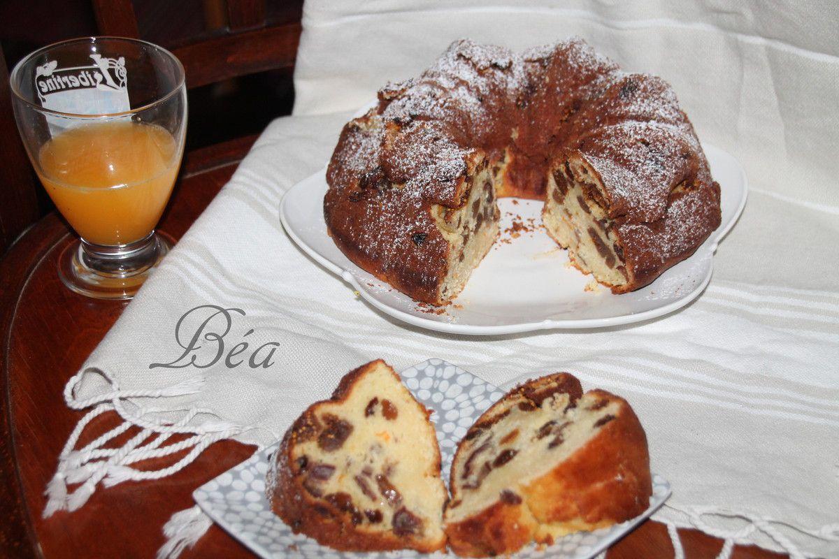 Bundt cake figues, dattes et raisins secs
