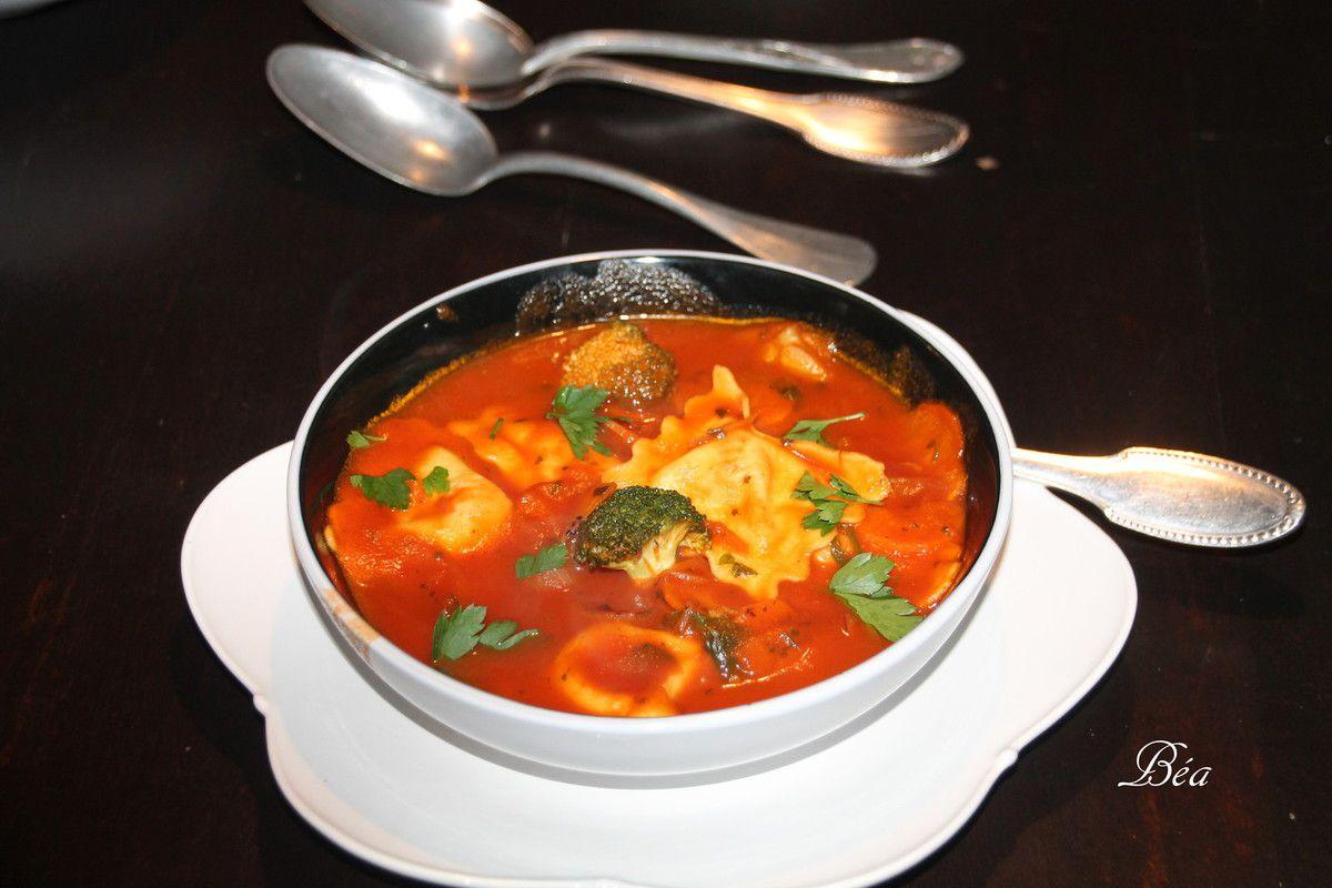 Soupe italienne à la tomate et aux raviolis