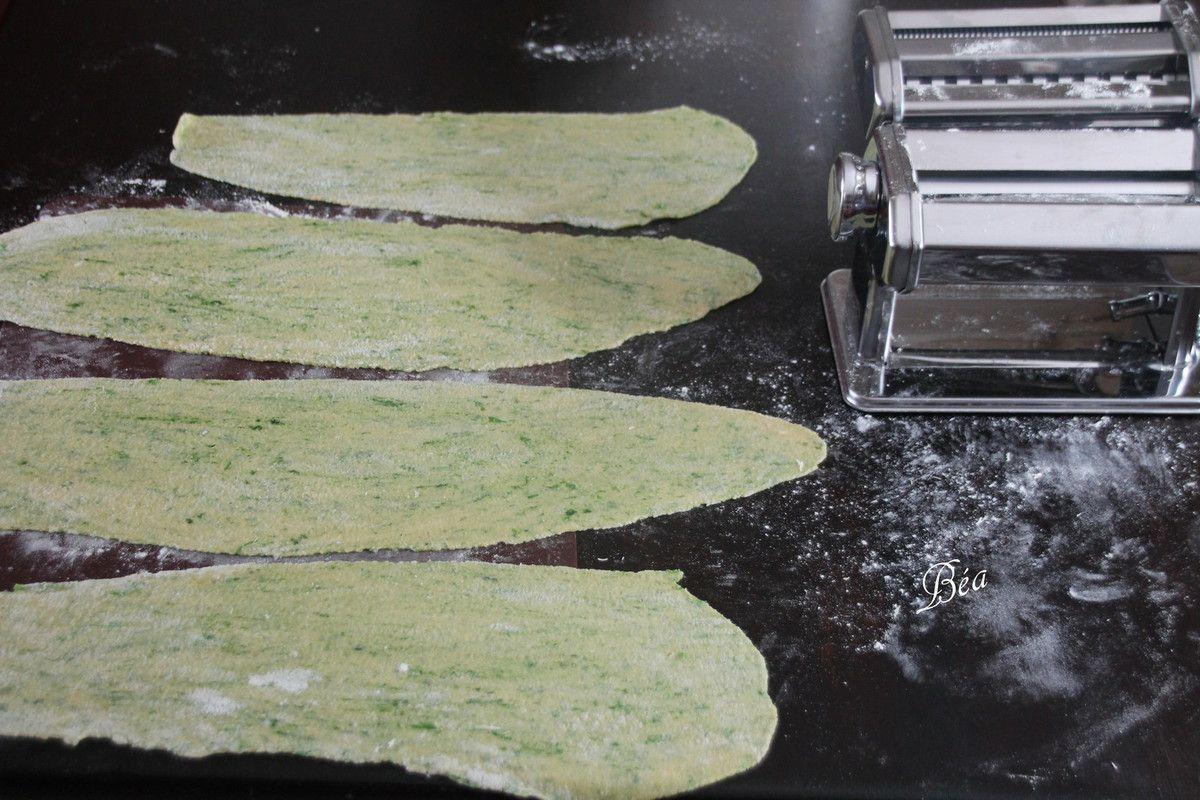 Ravioli aux orties farcis à la saucisse.
