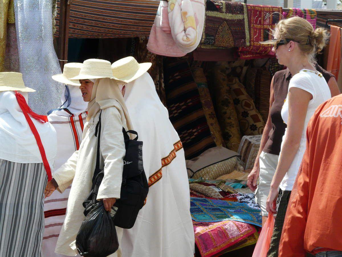 les Djerbiennes en habits traditionnels le jour du marché