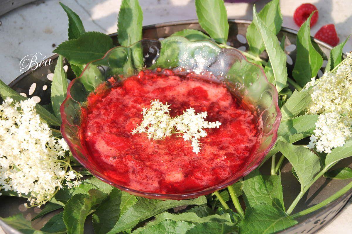 Compotée de fraises et framboises à la fleur de sureau