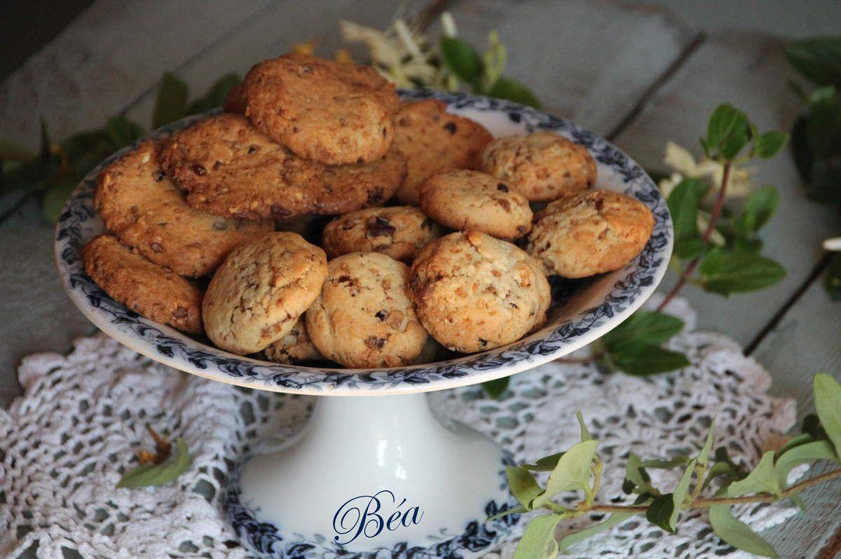 Cookies aux fudges caramel, grué de cacao et éclats de noisettes torréfiées