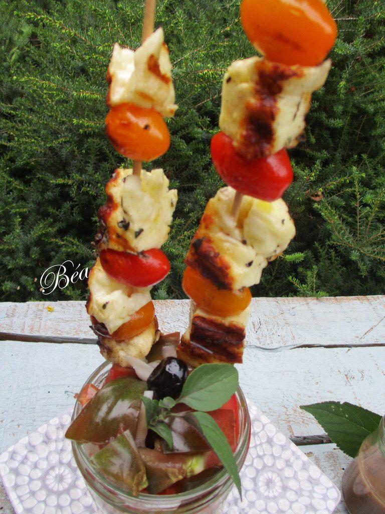 Brochettes d'Halloumi au zaatar et salade de tomates anciennes