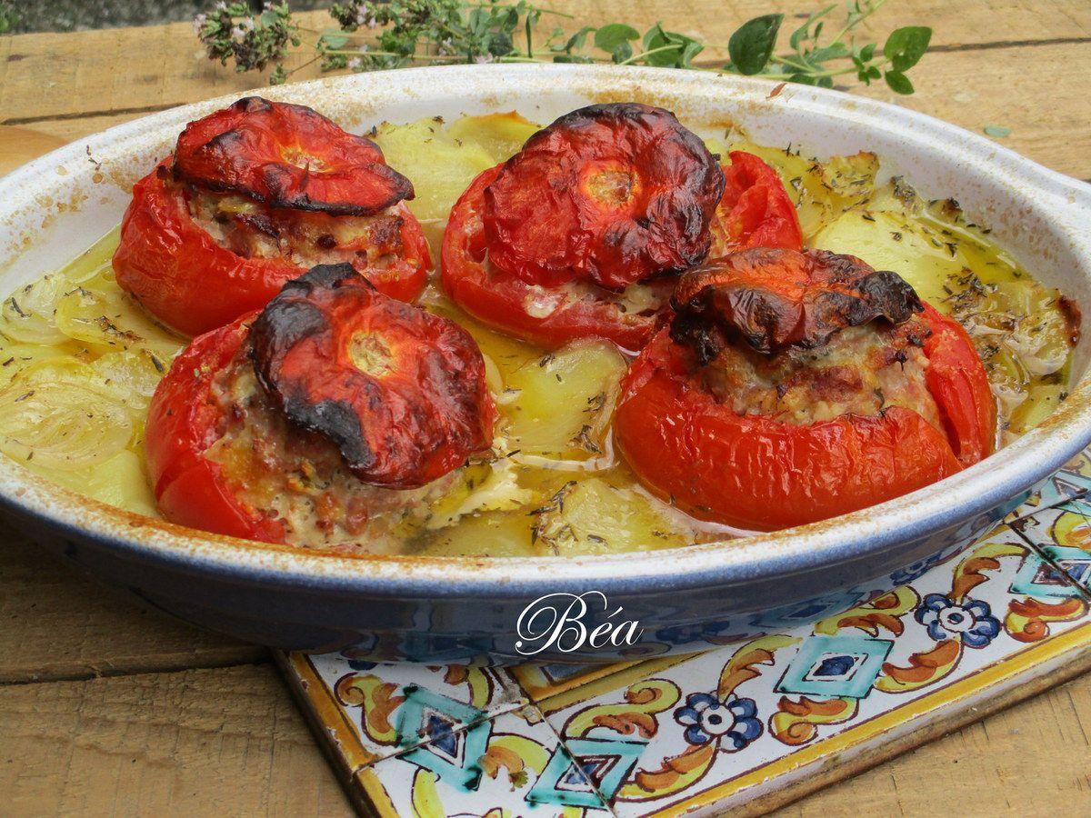 Tomates farcies sur lit de pommes de terre