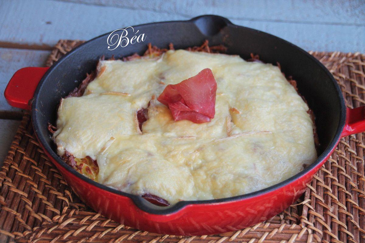 Galette de pommes de terre à la viande des grisons gratinée à la raclette.