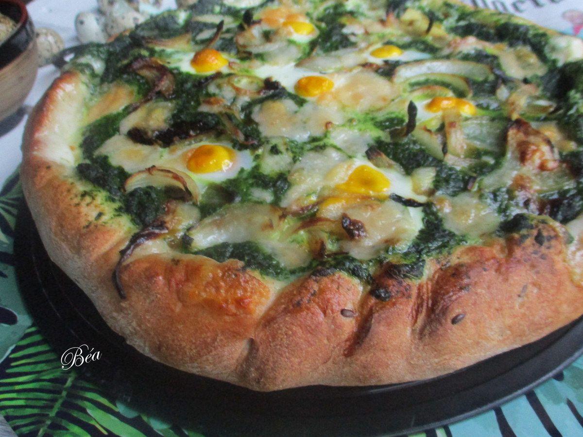 Pizza aux épinards et oeufs de caille