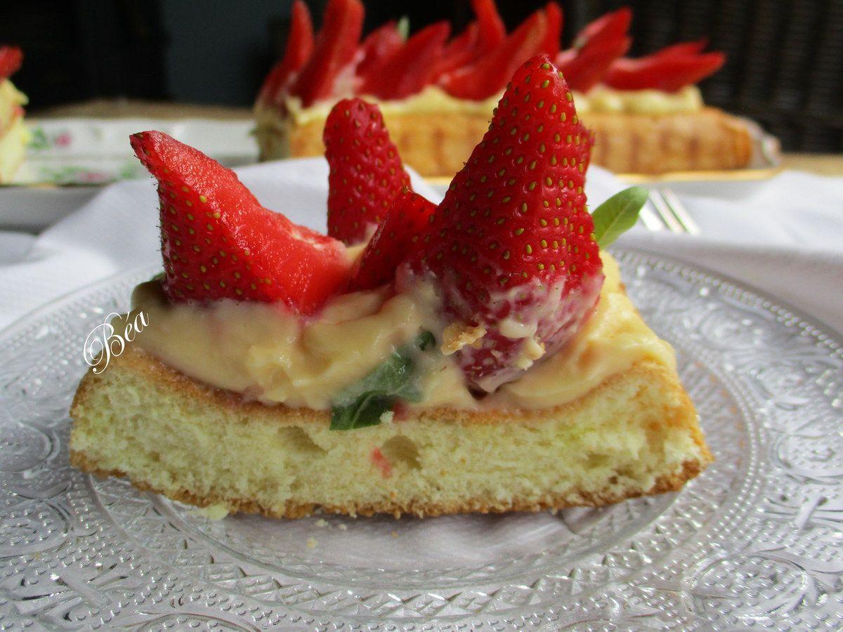 Tarte génoise, crème mousseline et fraises