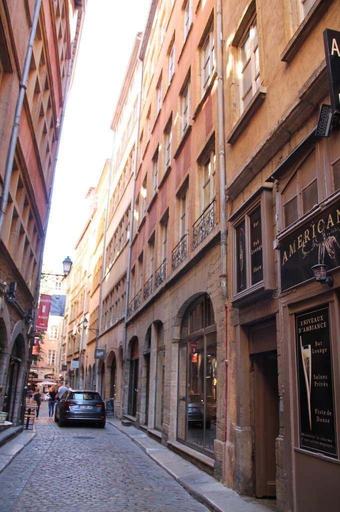 Saint marcellin en croute aux graines - balade lyonnaise (3) les traboules et les cours du Vieux Lyon