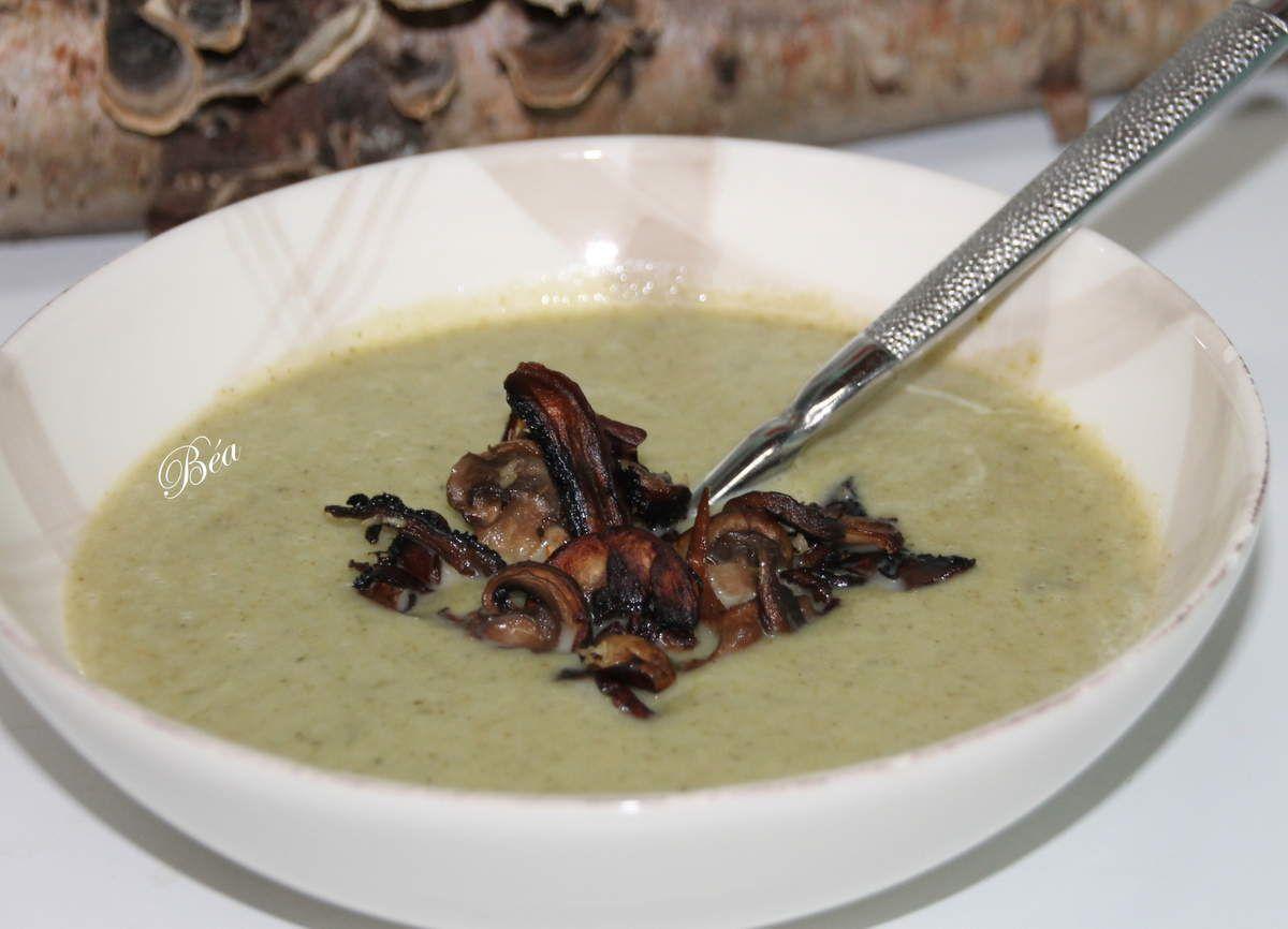 Soupe de brocolis et champignons sautés