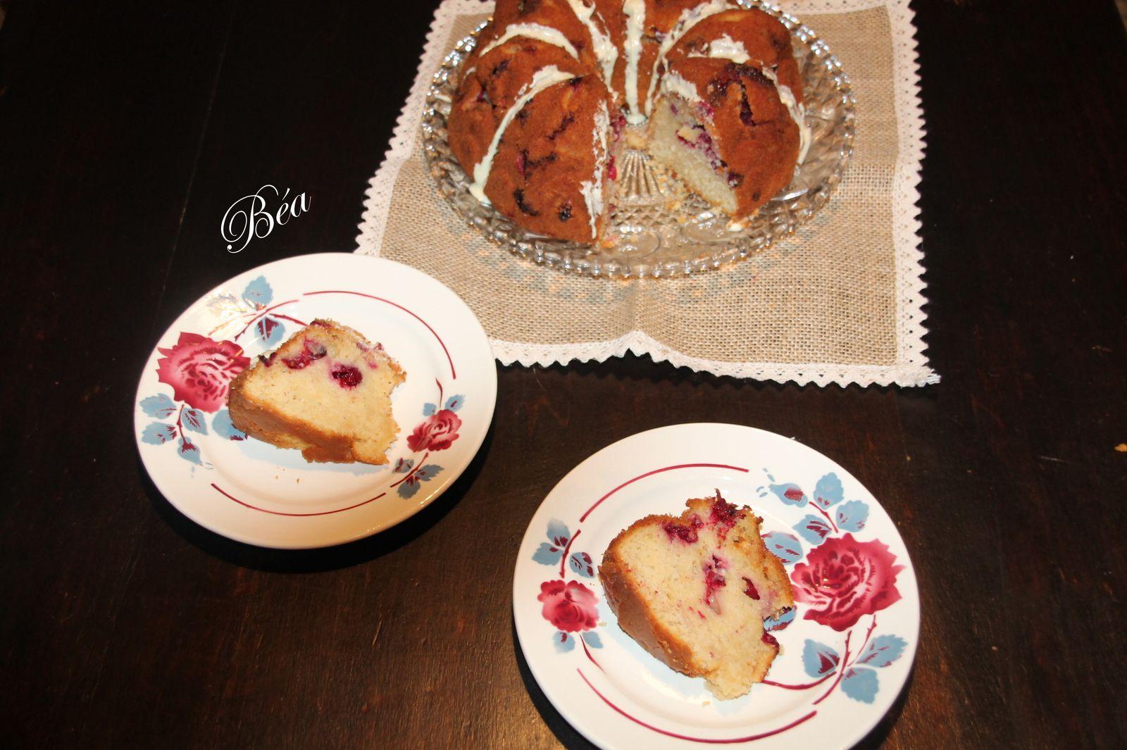 Bundt cake aux cranberries fraîches et chocolat blanc