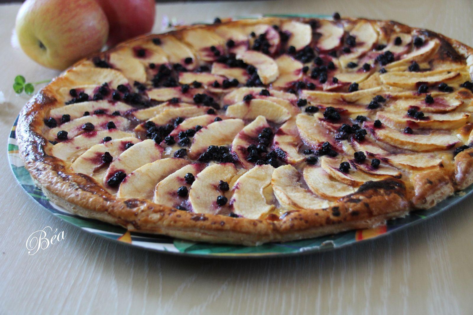 Tarte fine aux pommes, aux myrtilles et fève tonka