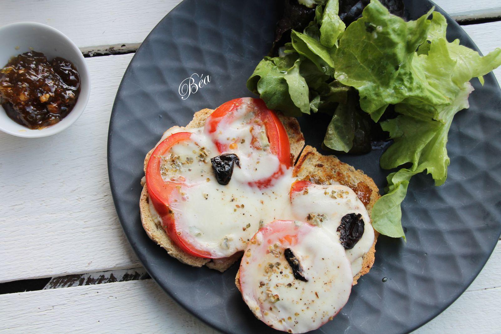 Bruschetta à la confiture de tomates vertes, mozzarella et gorgonzola + ma recette de confiture de tomates vertes