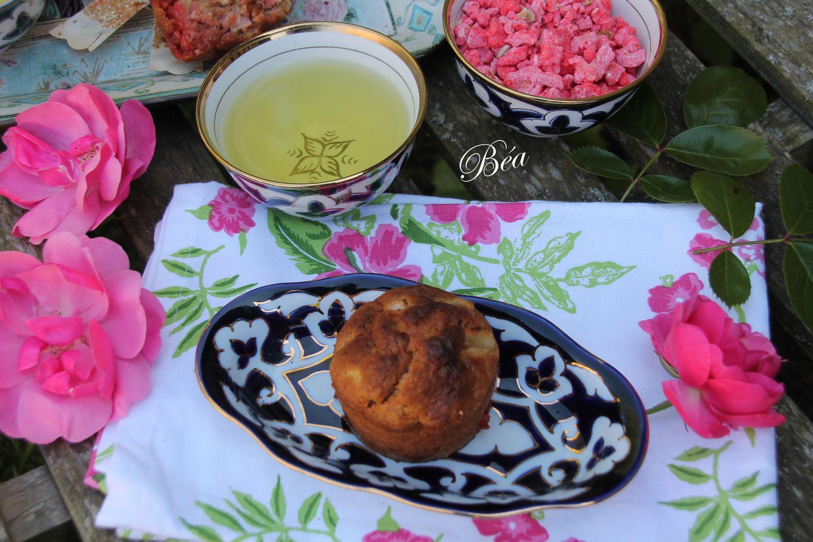 Muffins à la  rhubarbe et aux pralines roses