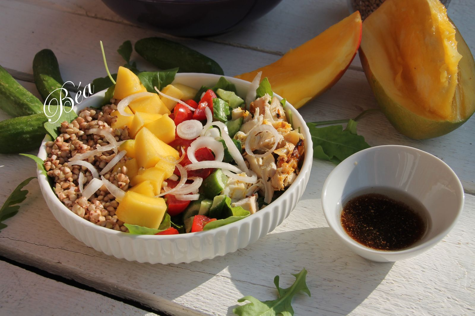 Buddha bowl au sarrasin et mangue pour un reste de poulet rôti