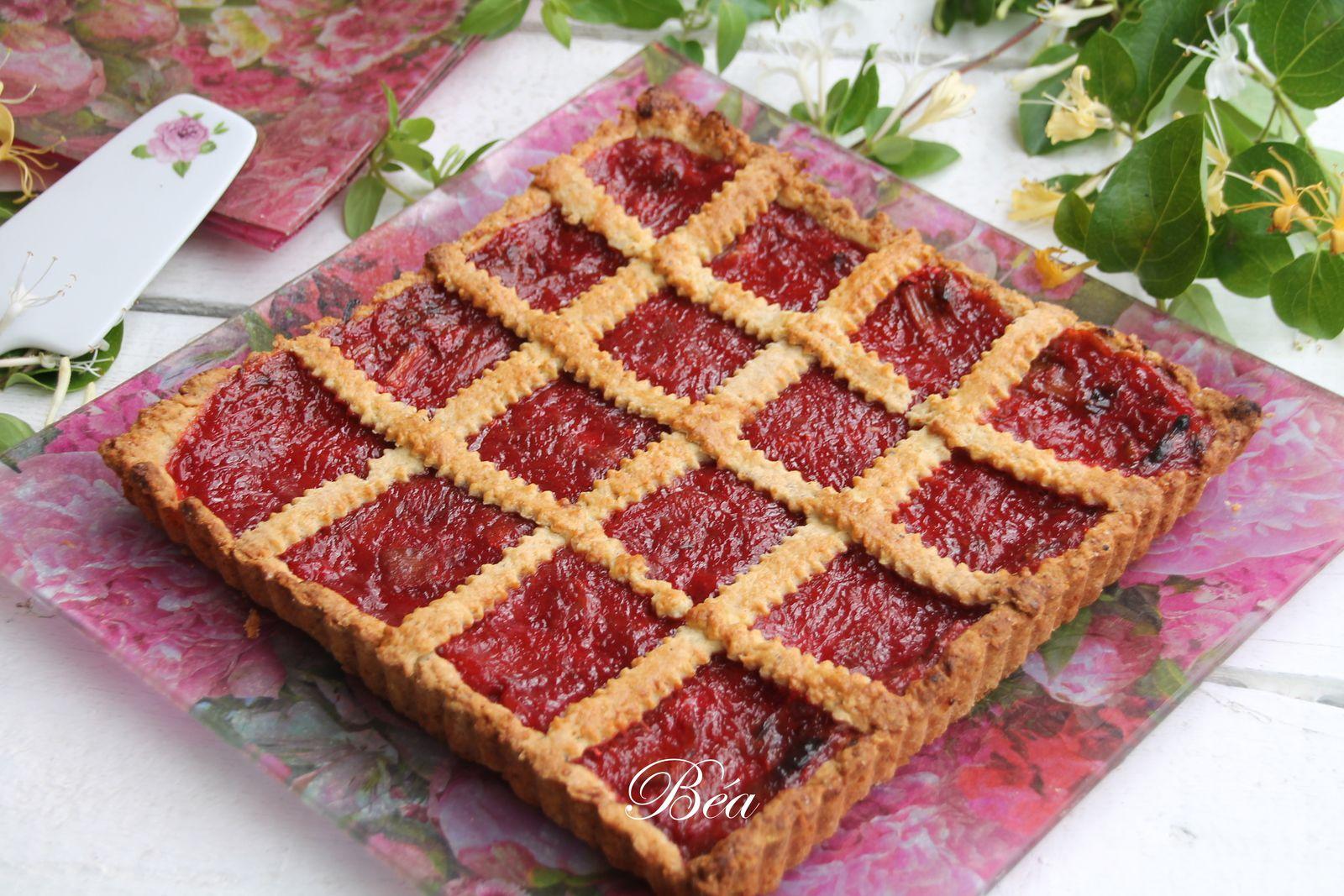 Tarte Linzer à  la compotée de rhubarbe fraises