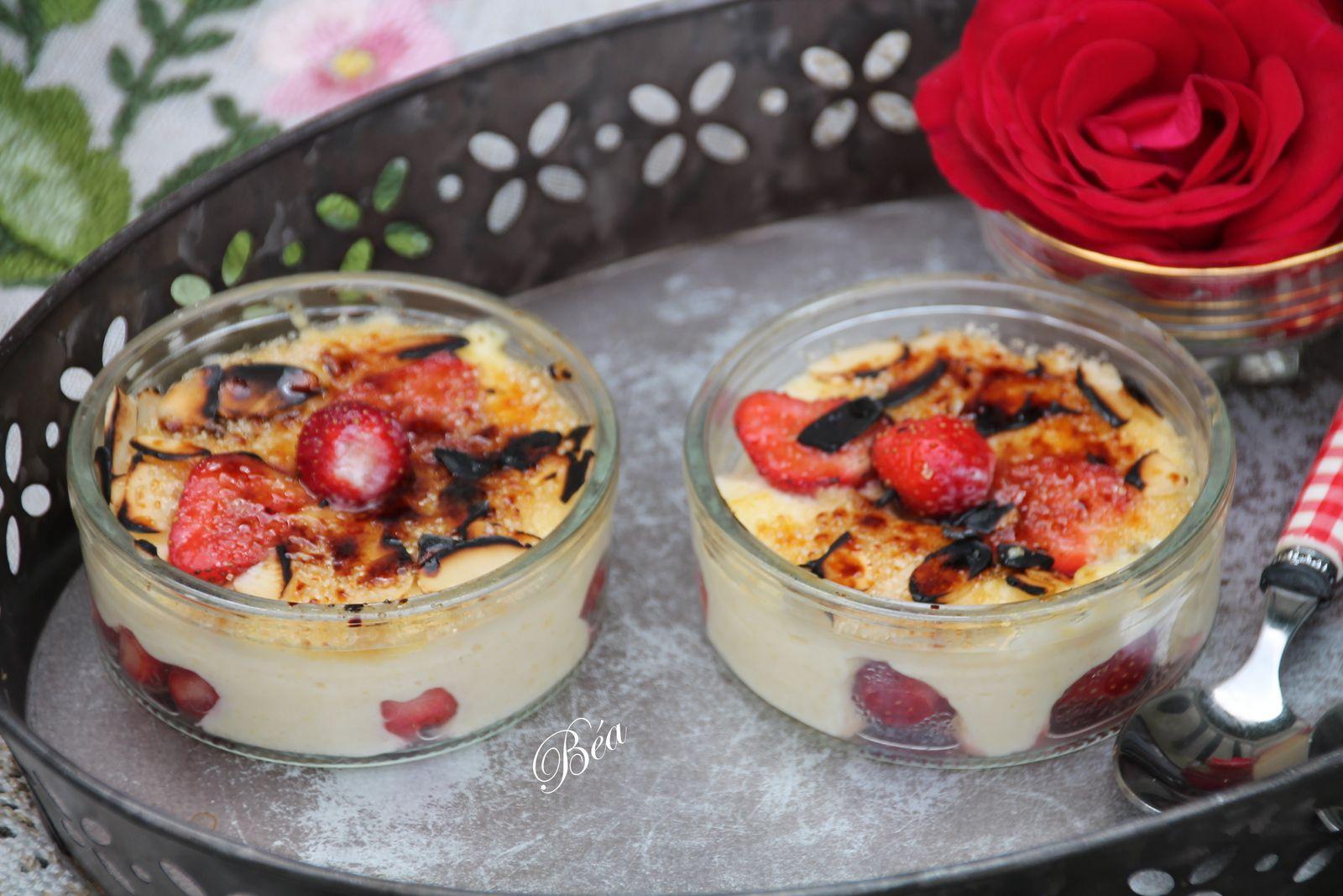 Crèmes brûlées aux fraises et à l'amande