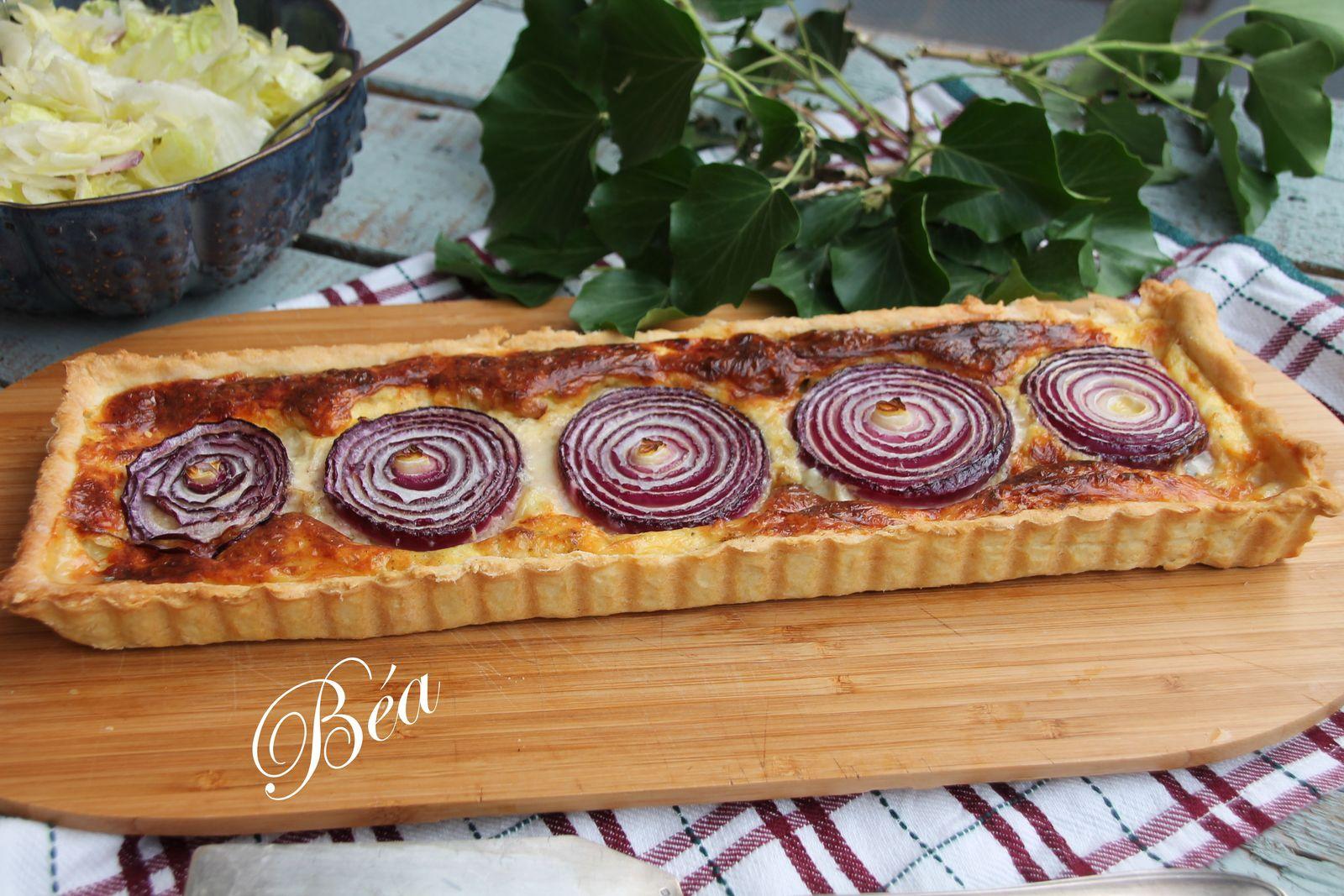 Tarte aux fromages et à l'oignon rouge