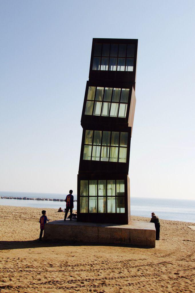 La Barceloneta (sculpture Peix de Frank Gehry et L'Estel ferit de Rebecca Horn)