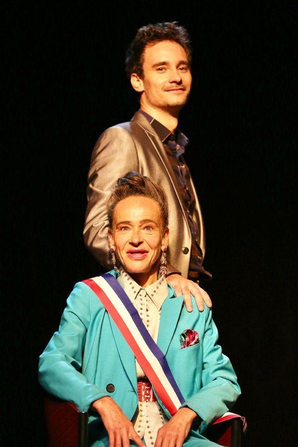 Rencontre avec la comédienne Dominique Frot afin d'en apprendre plus sur « Le Bonheur Au Quotidien ! » à l'affiche au Théâtre Daunou !