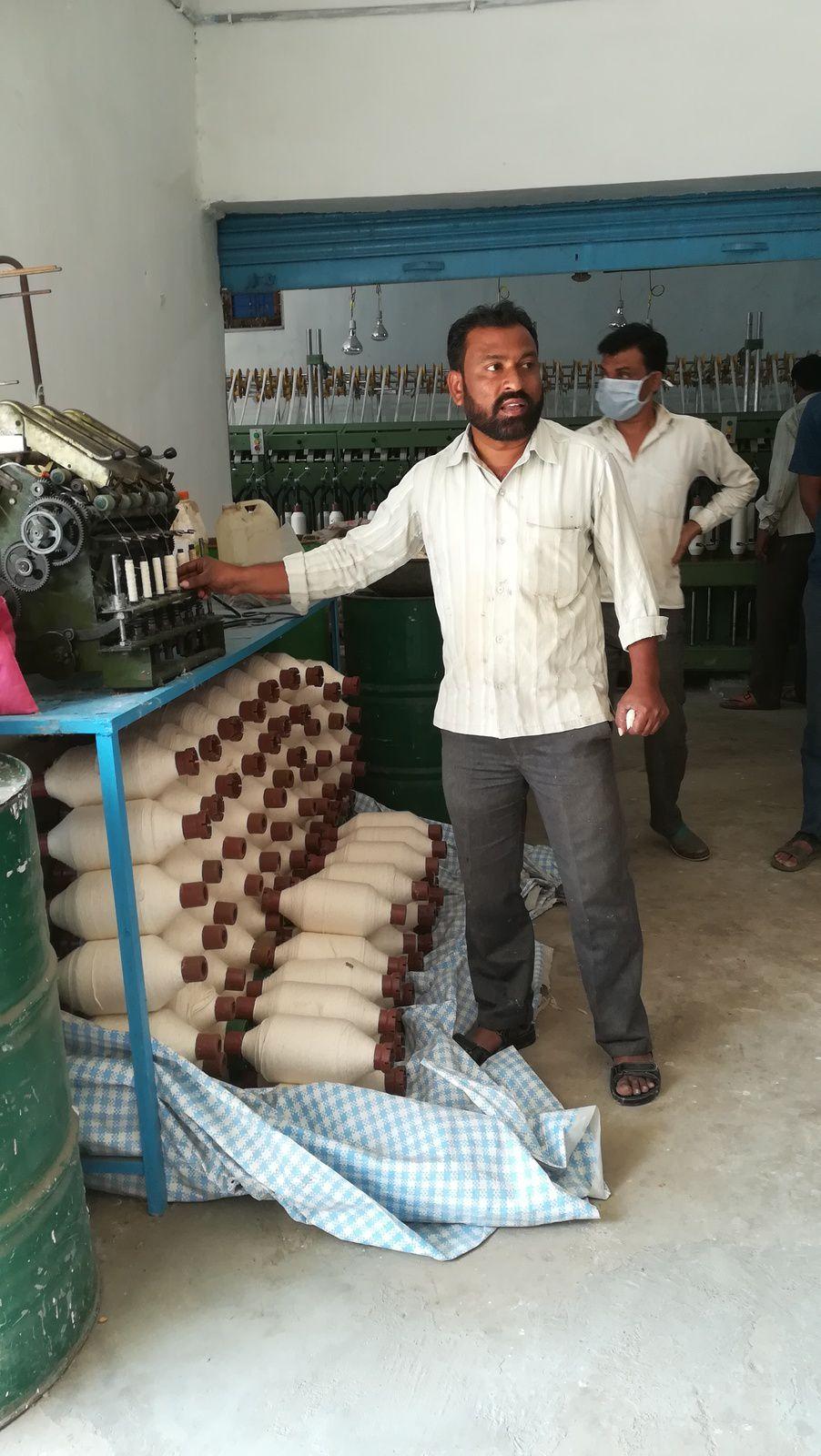 Puis le coton est transformé en fil prêt à être tissé