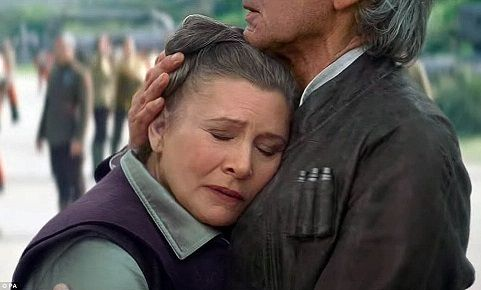Leïa accepts to let go for five seconds but makes the mistake of sending Han looking for his son when it should be her the one to do it. She shifts from dealing with everything on her own to delegating a task she shouldn't.