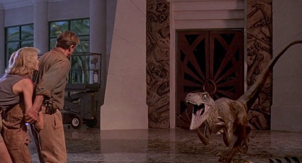 The raptor has stopped walking and is attacked at the precise moment of its immobility.