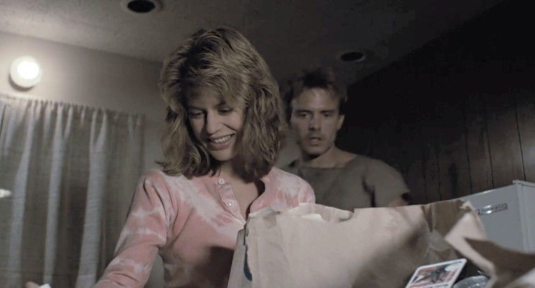 """What's for diner ?"" Linda Hamilton looks super charming at times in this movie... when you're not analysing the incestuous subtext."