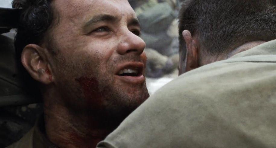 """La dernière réplique de Miller souligne que bien qu'il se soit battu vaillemment (contrairement à Tymothy Upham), Ryan ne mérite toujours pas le sacrifice qu'on a fait pour lui. La mission reste insensée aux yeux du capitaine. Il aurait pu lui dire """"profite de la vie. Sois heureux,"""" mais non. Il lui transmet l'absurdité de cette mission."""