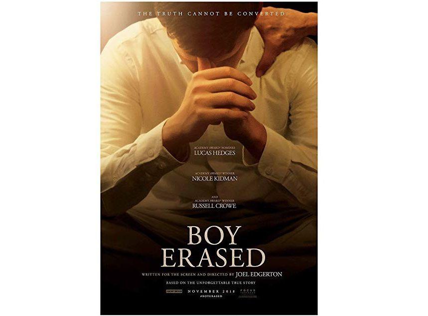 Garrard cherche désespérément de l'aide dans la religion (mains jointes) mais c'est dans l'homosexualité qu'il va trouver une solution (main posée sur l'épaule).