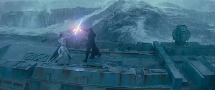 Si Rey et Ben sont demi-frère et demi-soeur, il faudrait que le film les montre en train de se battre dans un lieu métaphorique qui rappelle qu'ils viennent tous deux de la même mère.